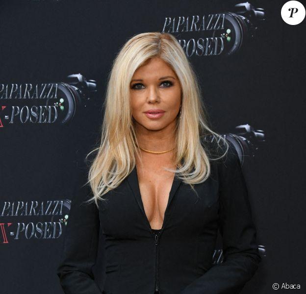 """Donna d'Errico assiste à l'avant-première de la série """"Paparazzi X-Posed"""" à Studio City. Los Angeles, le 15 juin 2020."""