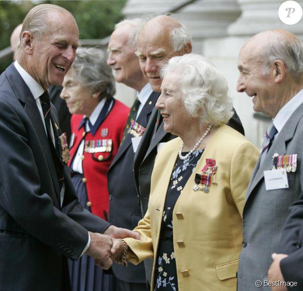 Rétro - Décès de Vera Lynn - Le prince Philip au Musée impérial de la guerre à Londres et Vera Lynn le 15 aout 2005.