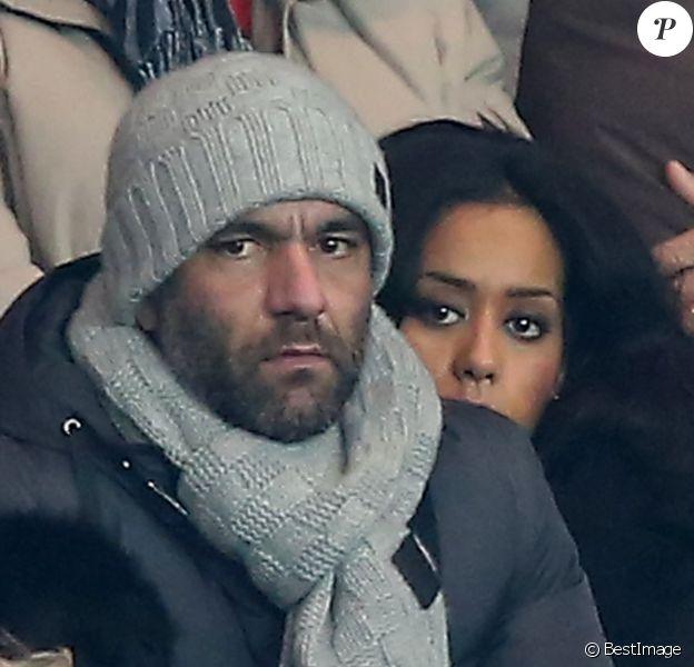 Exclusif - Amel Bent et son compagnon Patrick assistent au match de Ligue des Champions PSG - Olympiakos Le Pirée au Parc des Princes à Paris le 27 novembre 2013.