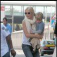 Gwyneth Paltrow et son fils Moses, à l'aéroport de Barcelone, en Espagne, le 6 septembre 2009 !
