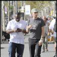 Chris Martin et son garde du corps, dans les rues de Barcelone, en Espagne, le 6 septembre 2009 !