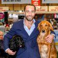 """James Middleton avec ses chiens à l'exposition canine """"Crufts"""" au palais des congrès et centre d'expositions de Birmingham, Royaume Uni, le 8 mars 2020."""