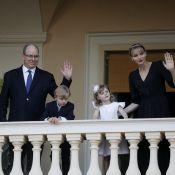 Jacques et Gabriella de Monaco boudeurs, mais adorables, au balcon du palais