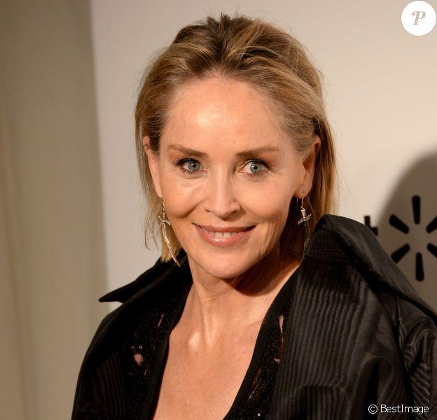 "Sharon Stone - Photocall de la soirée ""The Elton John AIDS foundation Academy Awards"" à Los Angeles. Le 9 février 2020"