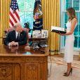 Le président Donald Trump signe une loi sur la protection de l'enfance en présence de la première dame Melania à la Maison Blanche à Washington le 24 juin 2020. © White House/ZUMA Wire/ZUMAPRESS.com / Bestimage