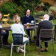 Le prince William, duc de Cambridge, goûte le cidre Aspalls au pub Rose and Crown à Snettisham, Norfolk le 3 juillet 2020.