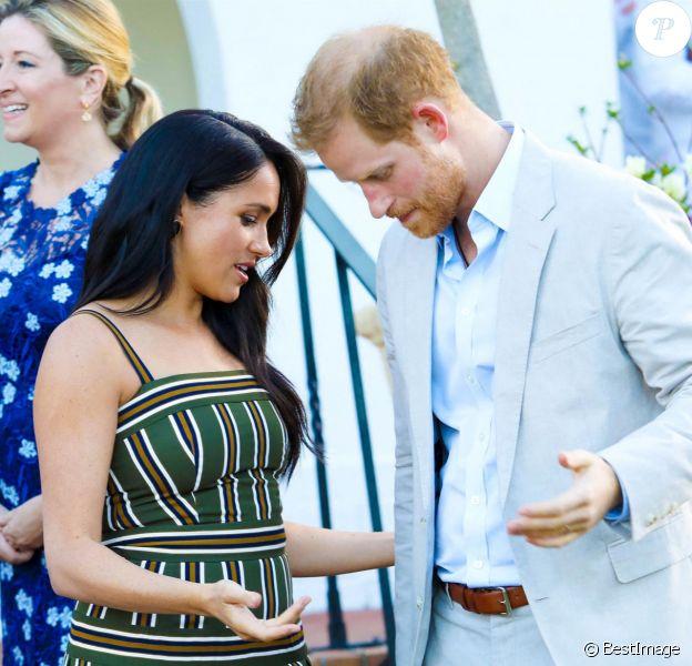 Le prince Harry, duc de Sussex, et Meghan Markle, duchesse de Sussex, lors d'une réception dans les jardins de la résidence du haut-commissaire britannique au Cap, Afrique du Sud, le 24 septembre 2019.