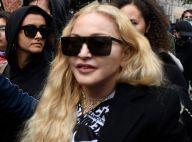 Madonna topless à 61 ans... mais aidée de ses béquilles !