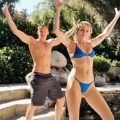 Miley Cyrus s'amuse en bikini avec son chéri Cody Simpson