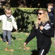 Exclusif - Naya Rivera (actrice dans la série Glee) se promène avec son fils Josey et des amis à Los Angeles le 28 décembre 2018.