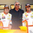 Flavio Briatore au début de la saison 2009 avec ses pilotes Fernando Alonso et Nelson Piquet Jr.