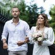Caroline Receveur et son frère - Caroline Receveur et Hugo Philip arrivent à la Mairie du 16ème arrondissement à Paris pour leur mariage, le 11 juillet 2020.