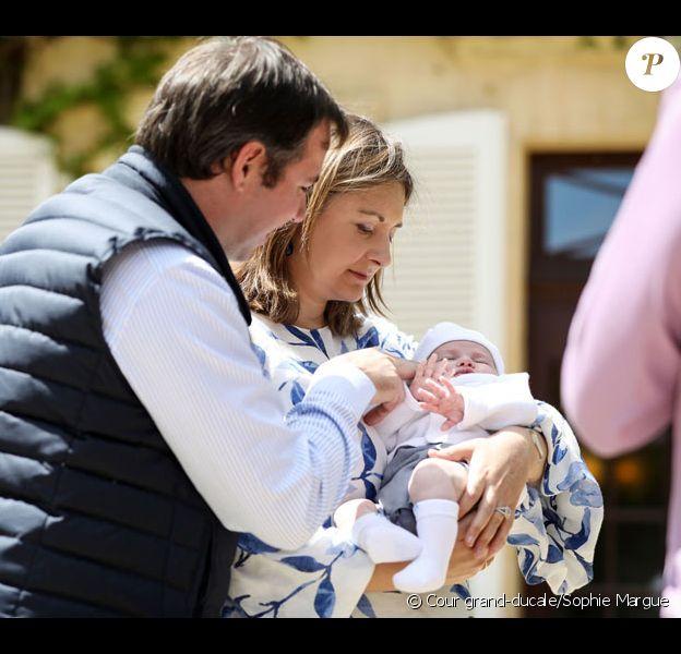 Le grand-duc héritier Guillaume de Luxembourg et la grande-duchesse héritière Stéphanie avec leur fils le prince Charles, né en mai 2020. Photo diffusée par la cour grand-ducale le 13 juillet 2020 avec leur message de remerciement. © Cour grand-ducale/Sophie Margue
