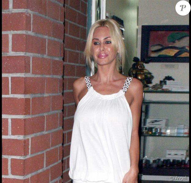 Shauna Sand accompagnée d'Antoine au salon de manucure. So glamourous !