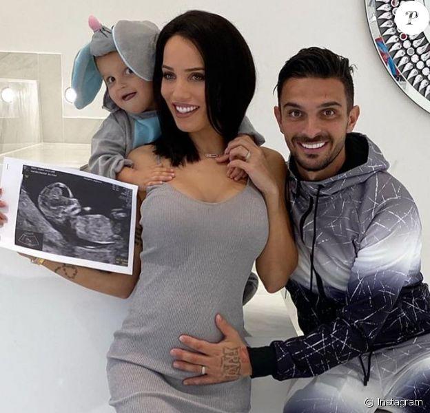 Manon Marsault, l'épouse de Julien Tanti, annonce sa deuxième grossesse sur Instagram.