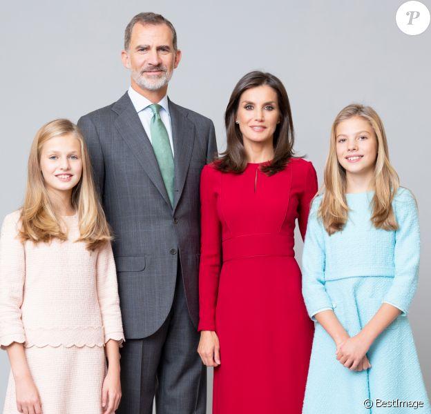Le roi Felipe VI et la reine Letizia d'Espagne, la princesse Leonor et l'infante Sofia d'Espagne - Photos officielles de la famille royale d'Espagne à Madrid.