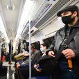 Des passagers du métro londonien masqués à Londres, le 4 septembre 2020.