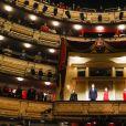 Le roi Felipe VI et la reine Letizia d'Espagne (masqués), assistent à l'ouverture de la saison 2020-2021 du Théâtre Royal à Madrid le 18 septembre 2020.