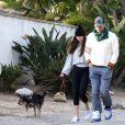 Exclusif - Dakota Jonhson et son compagnon Chris Martin promènent leur chien malgré l'épidémie de coronavirus (COVID-19) à Los Angeles, le 29 mars 2020.