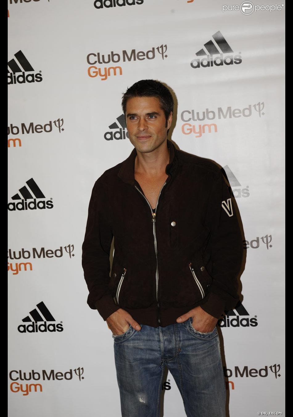 anthony dupray lors des 30 ans du club med gym chez adidas le 17 septembre 2009. Black Bedroom Furniture Sets. Home Design Ideas
