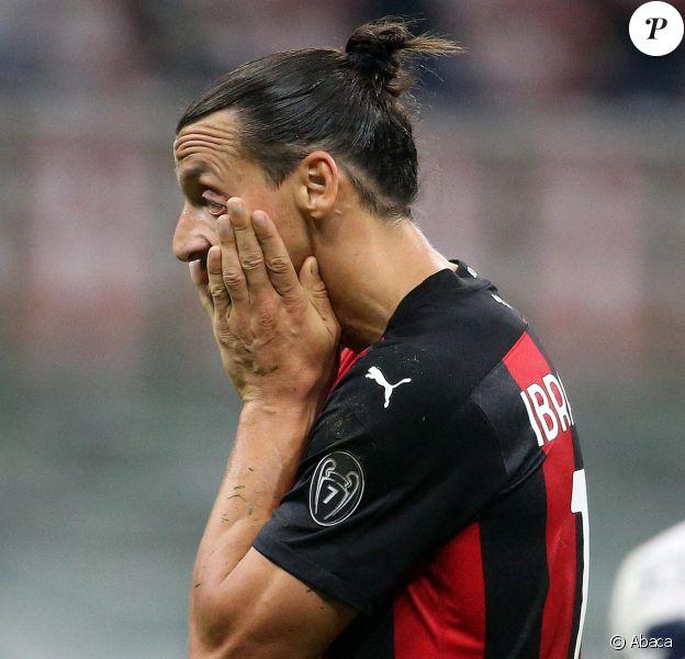 Zlatan Ibrahimovic, photographié lors du match AC Milan - Bologne, a contracté le Covid-19.