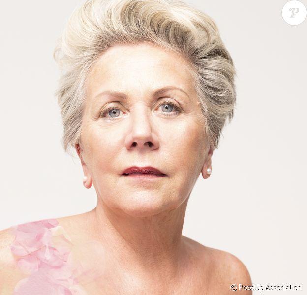 Françoise Laborde se dénude pour RoseUp association, un pied-de-nez au comité Miss France. Campagne de sensibilisation sur le cancer du sein.