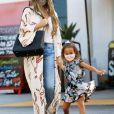 Exclusif - Chrissy Teigen (enceinte), son mari John Legend et leurs enfants lors d'une sortie shopping à Los Angeles le 7 septembre 2020.