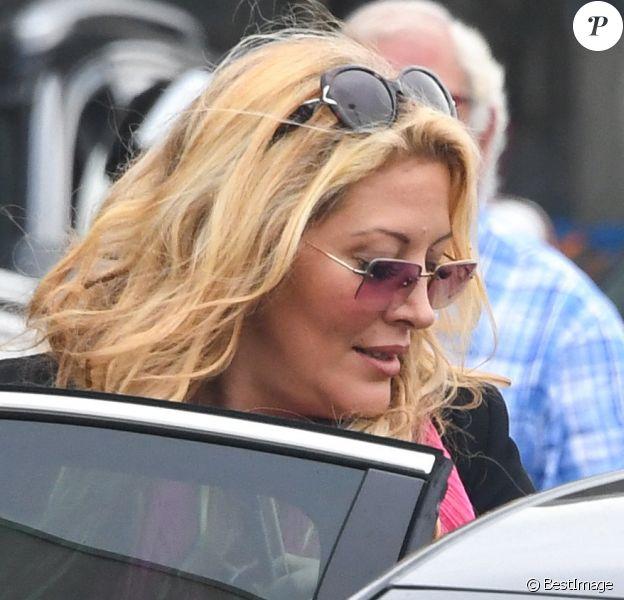 Exclusif - Loana Petrucciani quitte l'aérogare d'Orly Ouest puis monte dans un taxi le 13 septembre 2018.
