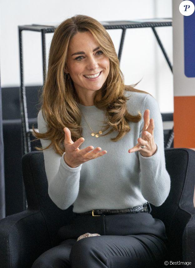 Kate Middleton, duchesse de Cambridge, à la rencontre des étudiants de première année de l'université de Derby, en pleine épidémie de coronavirus (Covid-19), le 6 octobre 2020.