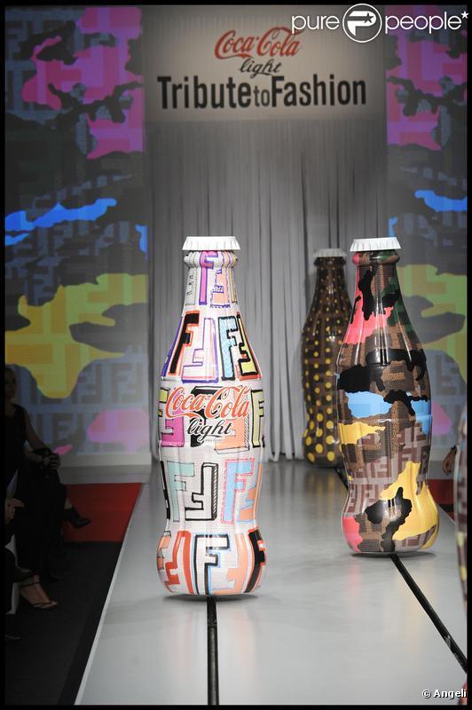 Défilé en l'honneur de Coca Cola Light lors de la Fashion Week de Milan le 24 septembre 2009