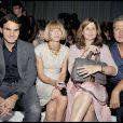 Roger Federer et Mirka, Anna Wintour et Mario Testino au défilé Versace lors de la Fashion Week italienne le 25 septembre 2009