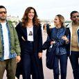 """Jonathan Cohen, Doria Tillier, Camille Chamoux et Youssef Hajdi lors du photocall pour la série """"La Flamme"""" lors du festival Canneseries à Cannes le 9 octobre 2020. © Bruno Bebert / Bestimage"""