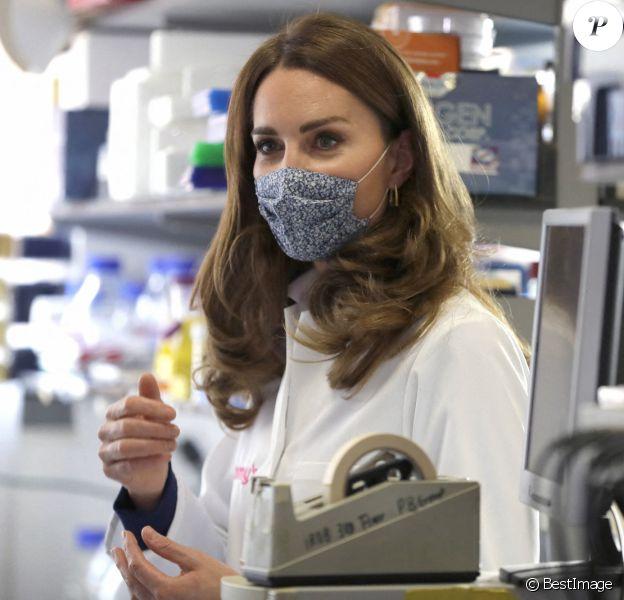 Kate Middleton, duchesse de Cambridge, visite l'Institut de biologie de la reproduction et du développement, à l'Imperial College de Londres, octobre 2020.