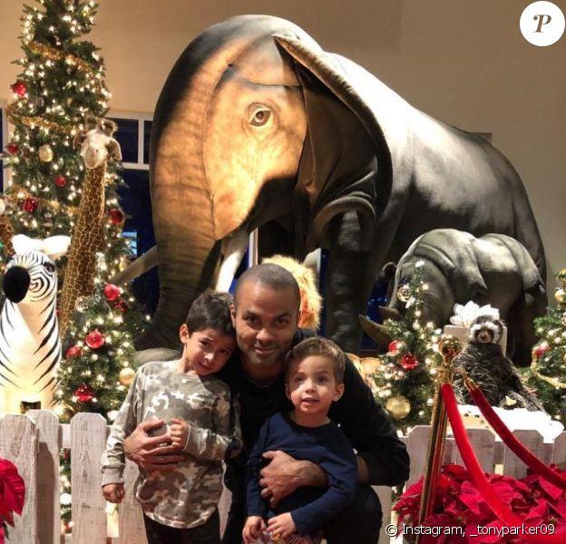 Tony Parker avec ses fils Liam et Josh.