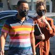 Exclusif - Chrissy Teigen et son mari John Legend sont allés faire des courses au Bristol Farms dans le quartier de Beverly Hills à Los Angeles pendant l'épidémie de coronavirus (Covid-19), le 15 octobre 2020.