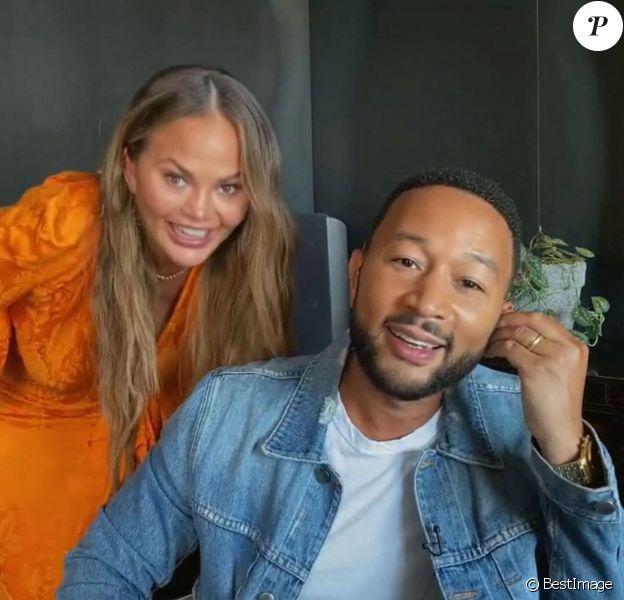 John Legend et sa femme Chrissy Teigen - Les célébrités se retrouvent pour la lecture de scripts en FaceTime à Ridgemont High à Los Angeles.