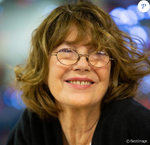 """Jane Birkin dédicace son livre """"Post-Scriptum"""" à la librairie Filigranes à Bruxelles en Belgique."""