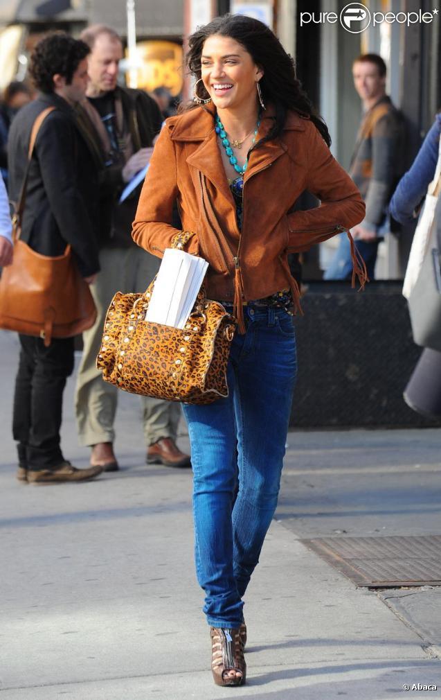 Jessica Szohr dans son look ultra tendance et totalement girly !