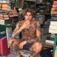 """Carlos, le petit ami d'Aurélie Pons d'""""Ici tout commence"""", photo Instagram du 17 septembre 2020, en Grèce"""