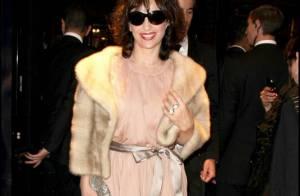 Juliette Binoche a décidé de vous montrer ce qu'elle cache... derrière ses lunettes de soleil !