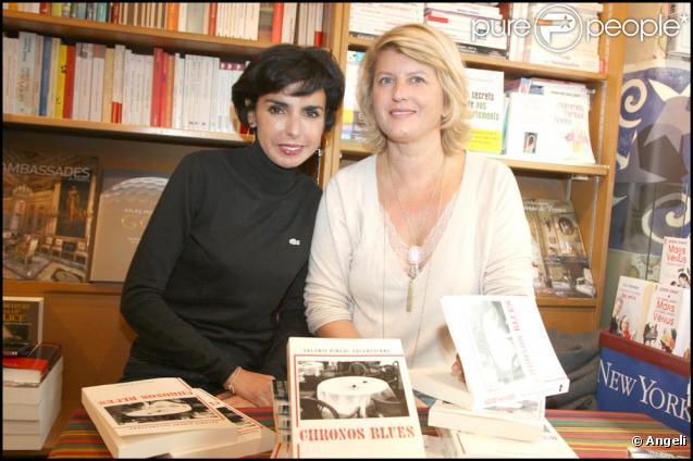 Rachida Dati accompagne son amie Valérie Pineau-Valencienne pour la dédicace de son livre le 3 octobre