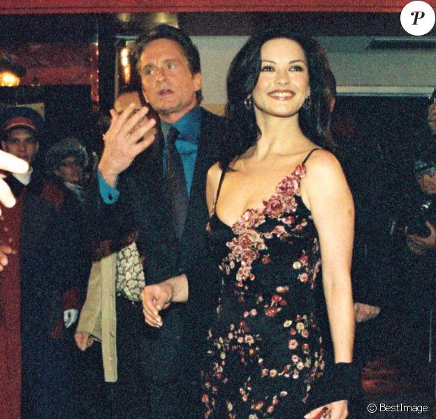 Catherine Zeta-Jones et Michael Douglas le jour de leur mariage, le 18 novembre 2000.