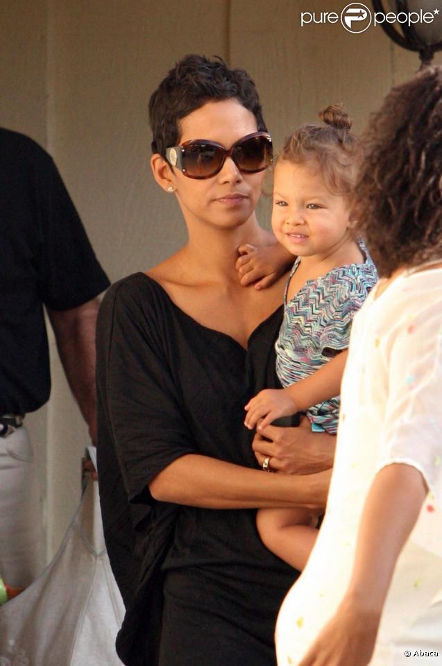 Halle Berry et sa petite Nahla à Los Angeles le 4/10/09