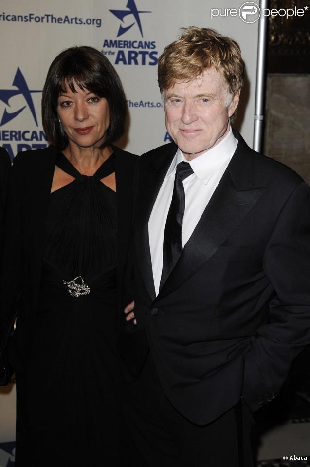 Robert Redford accompagné de sa femme Sibylle Szaggars le 5 octobre 2009 à New York pour recevoir un prix récompensant sa carrière au National Arts Awards