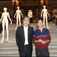 Yoshiki Hishinuma et Yoshiki Hishinuma lors de l'exposition La Naissance d'Eve 9002 dans l'Opéra Garnier le 3 octobre 2009