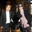 Yoshitaka Amano et Jean-Michel Jarre lors de l'exposition La Naissance d'Eve 9002 dans l'Opéra Garnier le 3 octobre 2009