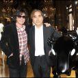 Jean-Michel Jarre et Yoshitaka Amano lors de l'exposition La Naissance d'Eve 9002 dans l'Opéra Garnier le 3 octobre 2009