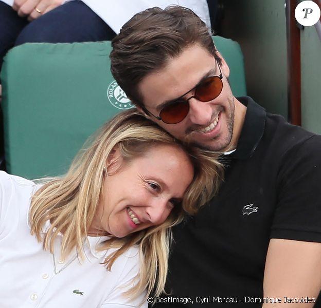Audrey Lamy et son compagnon Thomas Sabatier dans les tribunes des internationaux de Roland Garros, à Paris, France,. © Cyril Moreau - Dominique Jacovides/Bestimage