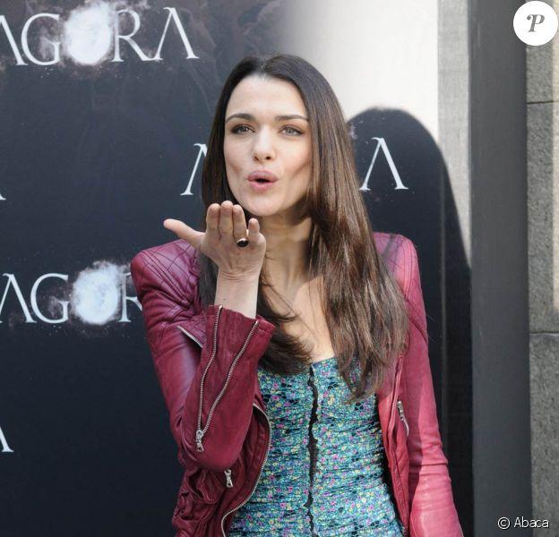 Rachel Weisz sublime, à l'occasion du photocall du film Agora, à la Librairie Nationale de Madrid, le 6 octobre 2009 !