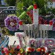 La tombe de Johnny Hallyday, au cimetière de Lorient à Saint-Barthélemy, est très fleurie lors du troisième anniversaire de la mort du rockeur. Le samedi 5 décembre 2020.